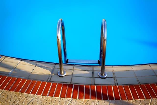 pool-3105790_640